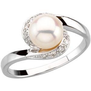 14Kt White Gold Freshwater Pearl & Diamond Ring