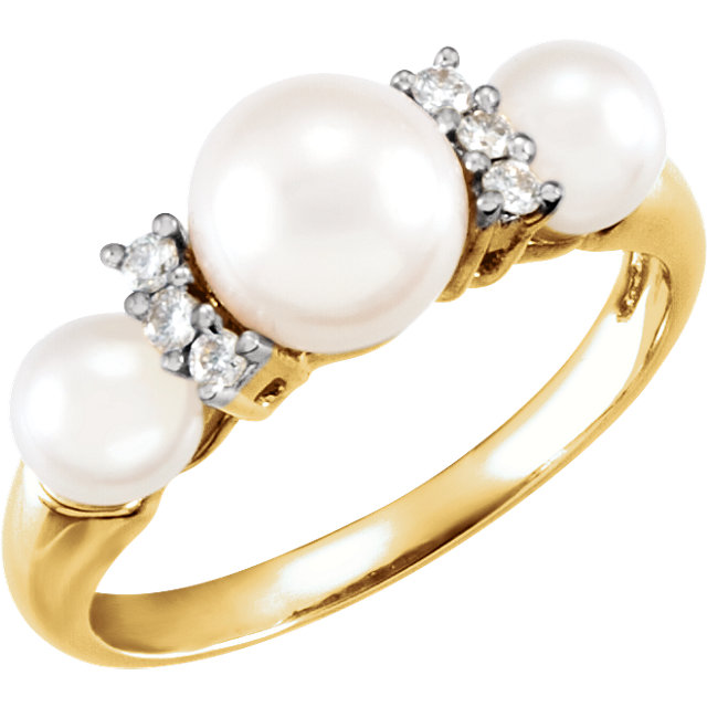 14Kt Yellow Gold Freshwater Cultured Pearl & Diamond Ring