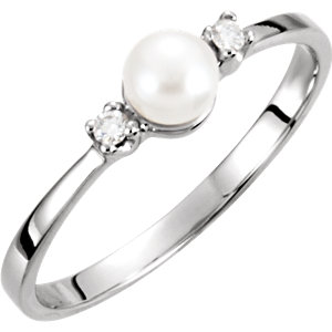 14Kt White Gold Akoya Cultured Pearl & Diamond Ring