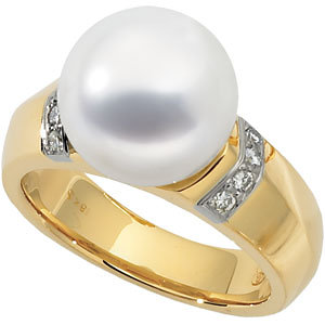 18Kt Yellow Gold South Sea Cultured Pearl & Diamond Ring